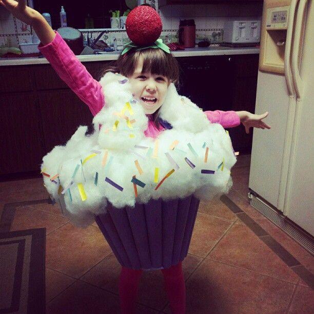 The cutest homemade cupcake costume around on the cutest kid ever!  sc 1 st  Pinterest & 14 best Disfraz images on Pinterest | Cupcake costume Costume ideas ...