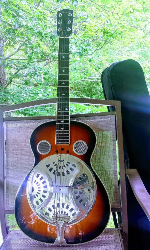 JOHNSON ACOUSTIC RESONATOR GUITAR WITH FREE SOFT CASE