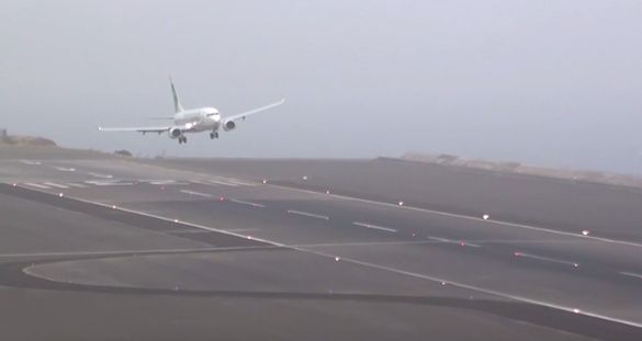 STORMY+Winds+45Kts+Extreme+Landings+Crazy+Go+Arounds+||+Madeira