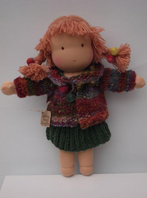 30㎝のウォルドルフ人形です。体はコットンのストッキネット中身は羊毛です。足と体はワンピースで、頭と腕は後で縫い付けられています。髪の毛はシングルプライの毛糸...|ハンドメイド、手作り、手仕事品の通販・販売・購入ならCreema。