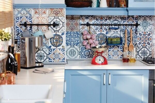 Mediterranean style splash back with blue theme. Photo credit- The Tile Mob