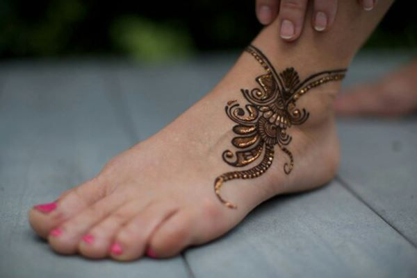 Cute small leg mehndi designs