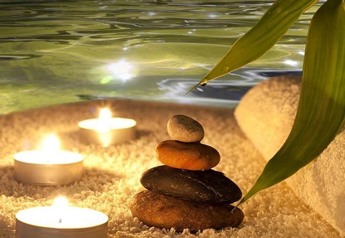 Květen měsíc lásky se blíží, inspirujte se a dopřejte si se svou láskou den plný relaxace. RELAXACE pro DVA:-) Relax zóna PRIVAT 60´ (sauna, vířivka, infrasauna, ochlazovací bazének, odpočívárna s vyhřívaným lehátkem)  Vacupress pro dámu (40') Rašelinový zábal pro pána (20') Masáž zad pro pána (25') a aromamasáž pro dámu (25') _______________________________ 1. 390,- Kč
