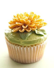 Delicious and adorable springtime cupcakes, perfect for an Easter celebration.: Yellow Flowers, Flowers Cupcakes, Spring Cupcakes, Cupcakes Ideas, Decor Ideas, Chrysanthemums Cupcakes, Martha Stewart, Easter Cupcakes, Cups Cakes