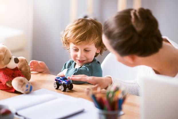Am wichtigsten für die gesunde Entwicklung unserer Kinder ist laut Hirnforschung etwas, was sie ganz von selbst tun: freies Spielen.