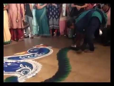 Как делают ранголи в Индии при открытии церемонии - YouTube