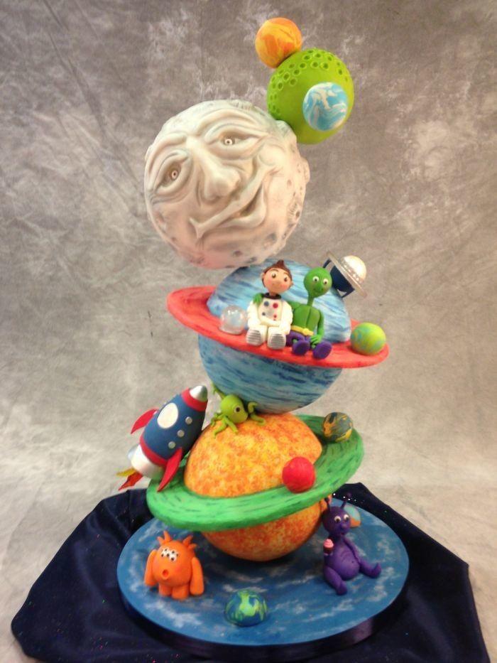 Космическая еда не ограничивается странными тюбиками с полужидким содержанием. Эта звездная коллекция десертов на тему космоса – нечто неземное. А самое главное, что вам не нужно быть космонавтом, чтобы их попробовать!