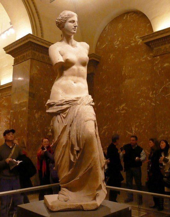Мраморная статуя богини Афродиты, известной как Венера Милосская.   Фото: suncountry.kiev.ua.
