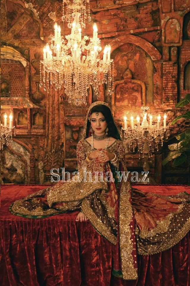 Gorgeous Pakistani bride looking regal. Red, rust, gold and green lehnga. Photo by Shahnawaz.