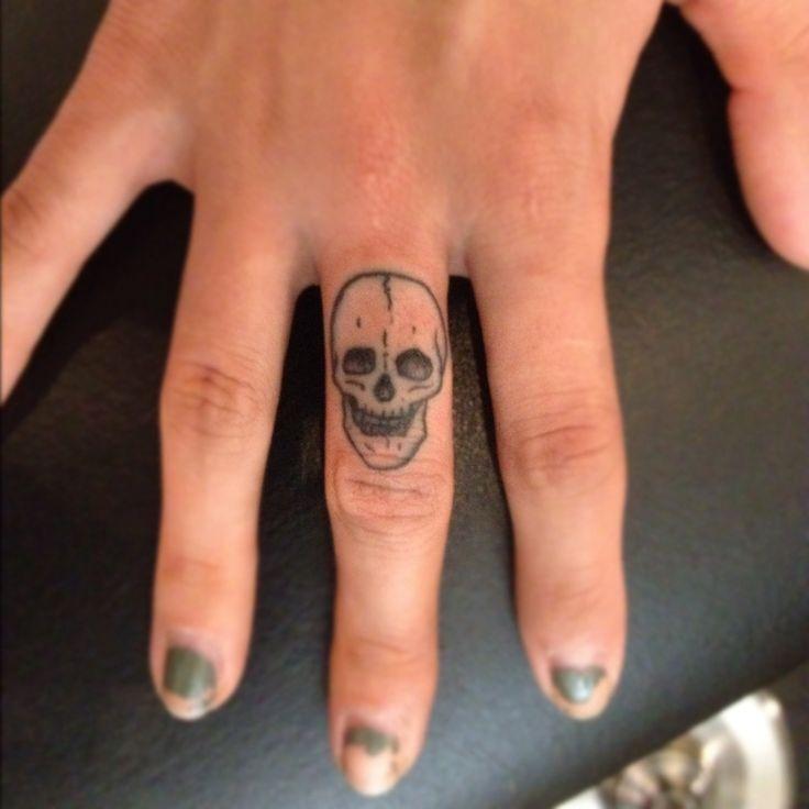 20 Skull And Cross Bones Ring Finger Tattoos Ideas And Designs