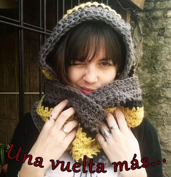 Bufanda infinita con capucha tejida al crochet