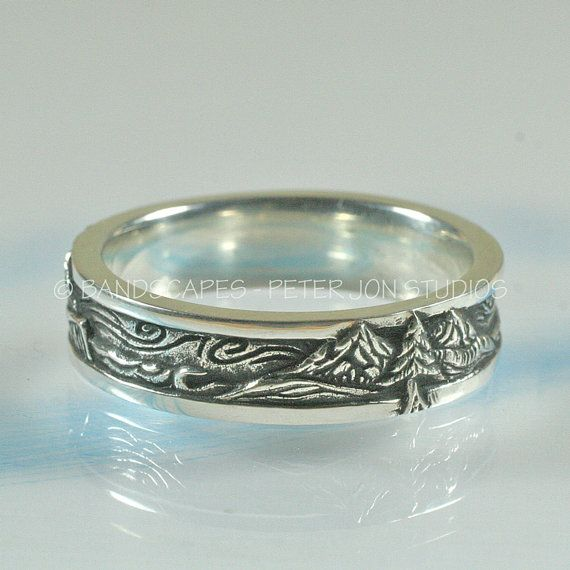 This wedding band has highly detailed carving of ocean and mountain scenery, that wraps entirely around the band. I photographed the ring while rotating it so that you can see. None repeats - its all unique.  The band is 6mm wide, and is roughly 2mm thick. Its sturdy but not bulky, so that it will be comfortable to wear every day. The borders are about 1mm, polished, and act to frame the picture. I put a real nice comfort-fit on the inside of the band. The scene is hi-light polished and has…