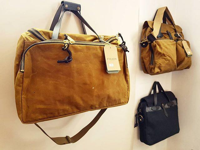 Nouveaux sacs #filson #excursionbag #24h #dufflebag #magnacarta #magnacartaboutique #101ruedubacparis #ruedubac #objetdeco #bureau #papeterie #conceptstore