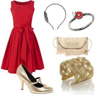 Модное темно-красное платье с расширенной юбкой длиной до колен.