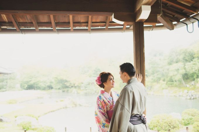 Romantic Engagement Shoot In Beautiful Kyoto | http://www.bridestory.com/blog/romantic-engagement-shoot-in-beautiful-kyoto