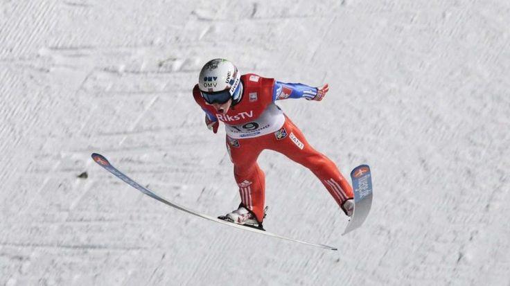 Den Mund weit aufgerissen, segelt Anders Fannemel die Schanze herunter. Er hält jetzt mit 251,5 Metern den Skiflug-Weltrekord -  Norweger Anders Fannemel verbessert Skiflug-Weltrekord251,5 Meter! Neuer Wahnsinns-Weltrekord Severin Freund stellt mit 245 Metern deutschen Rekord auf und gewinnt den Weltcup in Vikersund http://www.bild.de/sport/wintersport/skifliegen/norweger-anders-fannemel-verbessert-skiflug-weltrekord-39783646.bild.html
