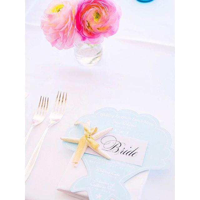 Shell × Starfish☆ * ハワイウェディングの時にオーダーして作ったシェル型メニューとヒトデのネームカードは1番のお気に入り♡ リッツのゴージャスな感じも良いけど、ハワイのキラキラした空気はやっぱり特別です^^ pink×baby blueも大好きです☻ * #hawaiiwedding #wedding #wddingmenu #halekulani #starfish #shell #ハワイウェディング #席札 #卒花 #卒花嫁