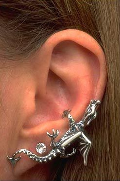 ear cuff. i will be getting this one day for my left ear, it will go great with me lizard~!
