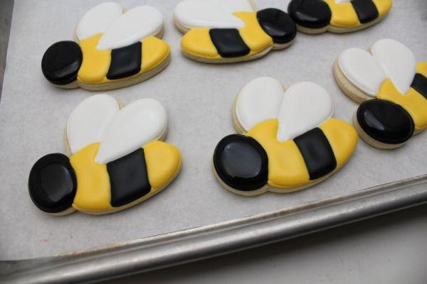 cute bumblebee cookies