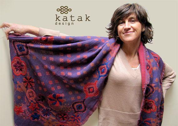 Pañoleta bufanda bordada a mano de lana chal de por katakdesign