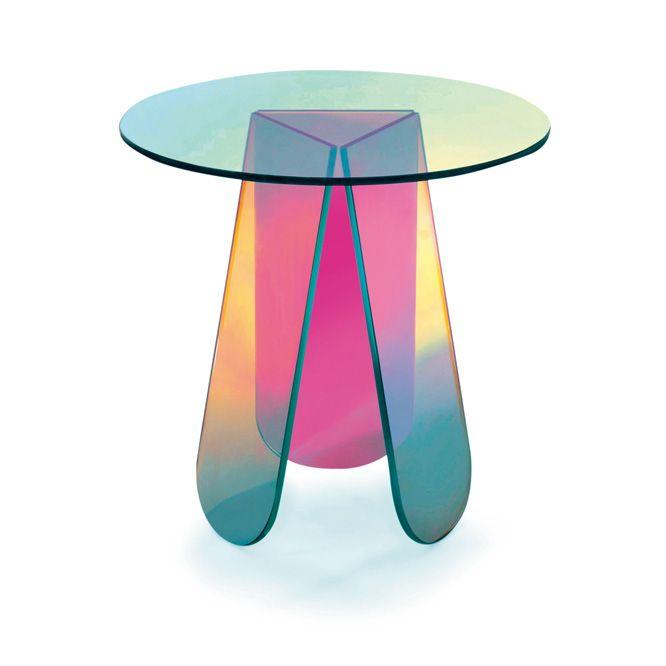 パトリシア・ウルキオラによる、虹色の《シマー テーブル》。   casabrutus.com