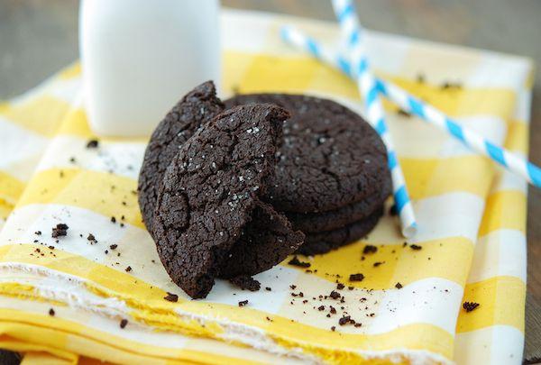 Double Dark Chocolate Cookies with Sea Salt: Chocolate Recipes, Sea Salt, Baking Desserts Treats, Dark Chocolate, Salt Desserts, Chocolate Cookies, Chocolate Binge, Chocolate Bar