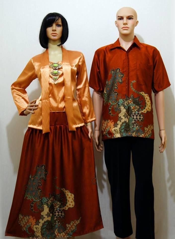 Kode : SGE 105 Gold Harga : 190.000 sepasang Sarimbit Kutubaru Eksklusif Bahan Satin Super dipadu Semisutra Ukuran : Cewek : LD maks : 100 cm, Panjang : 62 cm L pinggang : 96 cm, Panjang Rok : 92 cm Cowok : M, L, XL  Minat Order Bisa langsung Sms / W.A : 0856.4353.6660 Pin BBM : 56A6C7E0  #batik #gamis #couple #fashion #sarimbit #indonesia #Jogja