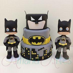 Batman!!! Bolo falso e personagens com aproximada 30 cm. #amandartes #festainfantil #festainfantilbh #biscuit #coldporcelain #porcelanafria #feitoamao #belohorizonte #enfeitedemesa #mundodobiscuit #mundodobiscuitoficial #maequefazfesta #encontrandoideias #batman #festabatman #decoracaobatman