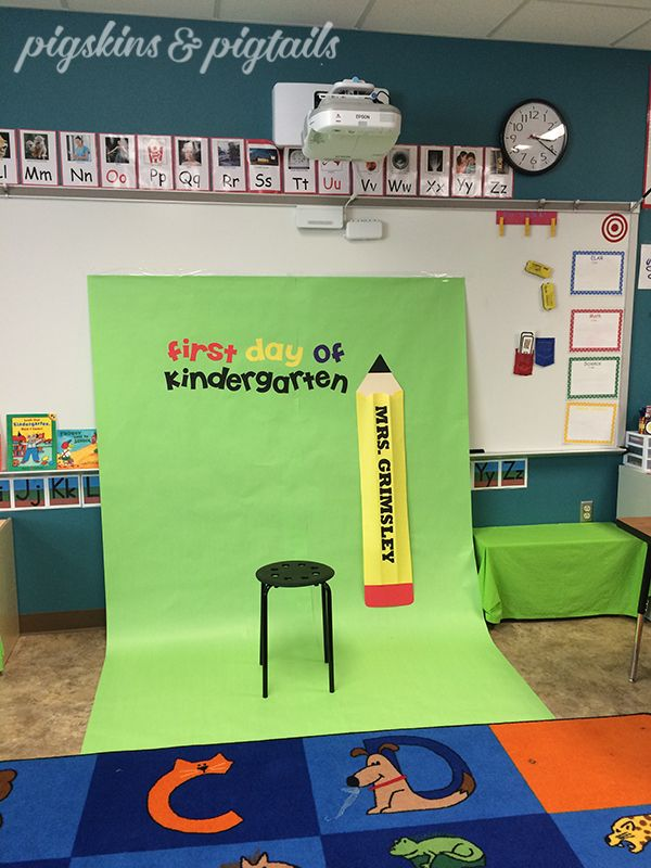 "Today I helped out in my mom's classroom to create a ""First Day of Kindergarten"" photo booth. During Meet the Teacher Night, the parents will have a fun spot to capture a photo of their kindergartner in their new classroom. We used green butcher paper for the backdrop (2 sheets wide), yellow paper for the …"