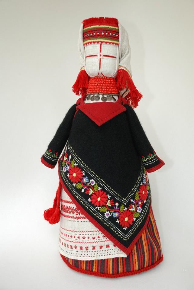 Motanka-doll, inspired by Yavoriv folk costume. Author - @mamo4kalena