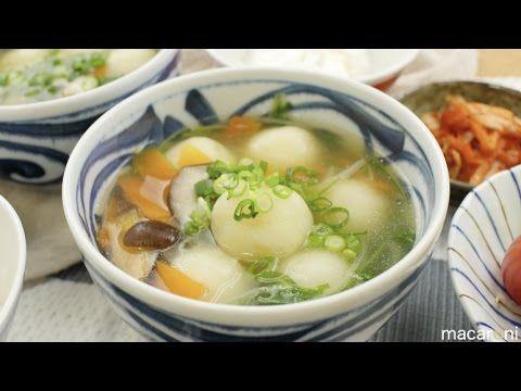 もっちもち!「ほっこりスープのじゃが豚だんご」でほっこりポカポカ♩ - macaroni  ほっこりスープのじゃが豚だんごの材料(4人前)   http://macaro-ni.jp/40200  Photo by macaroni  ・じゃがいも : 2個 (180g)   ・絹ごし豆腐 : 50g  ・片栗粉 : 50g  ・小麦粉 : 30g  <肉ダネ>  ・豚ひき肉 : 50g  ・キャベツ : 20g(1/2枚)  ・ニラ : 1本  ★みじん切りにしたしょうが : 1/2片分 (チューブでも可)  ★砂糖 : 小さじ1/2杯  ★塩こしょう : 少々  ★酒 : 小さじ1/2杯  ★しょうゆ : 小さじ1杯  ★ごま油 : 小さじ1/2杯  ▶スープ   http://macaro-ni.jp/40200  Photo by macaroni  ・しいたけ : 2個  ・人参 : 1/4本  ・水菜 : 1株  ・お湯 : 800cc   ☆鶏がらスープの素 : 大さじ1と1/2杯  ☆薄口しょうゆ : 大さじ1杯 (通常のしょうゆでも可)  ☆塩…