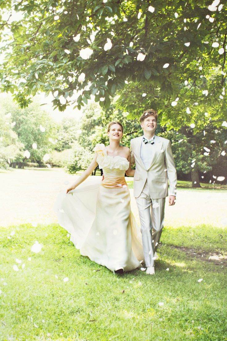 #milktea #NOVARESE #orenge #white #dress #weddingdress #wedding #tuxedo #ノバレーゼ #オレンジ #ペールカラー #ガーデン  #カラードレス #タキシード #ウエディング #couple #love