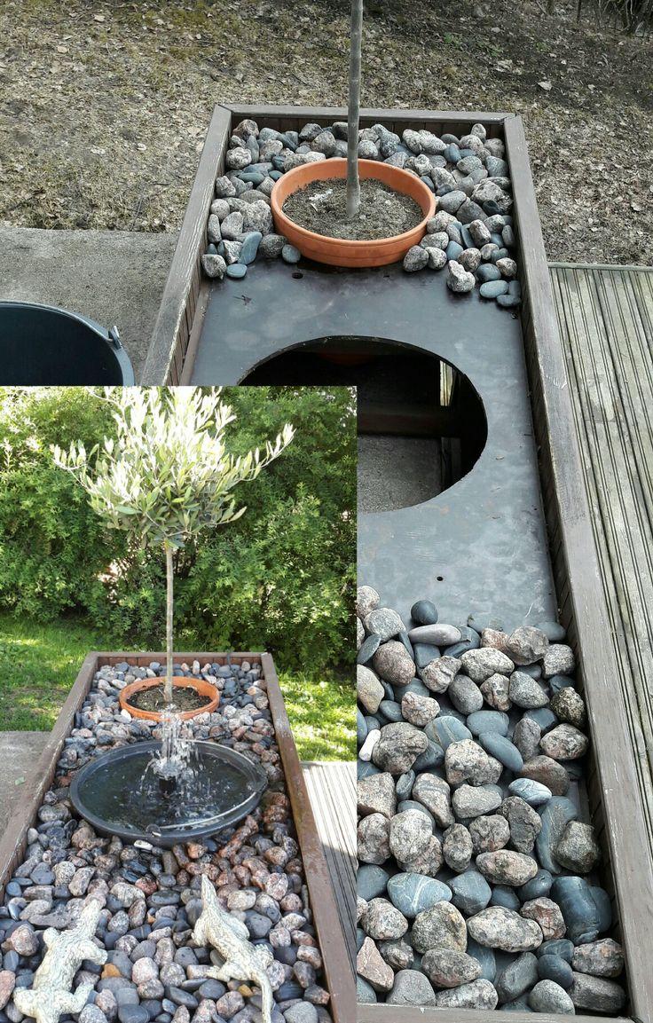 Kehikko, kiviä, sementtiämpäri, pumppu ja suihkulähde on valmis.