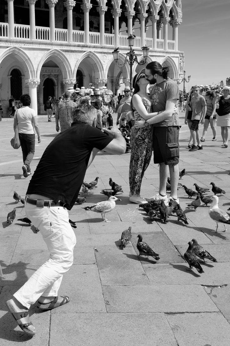https://flic.kr/p/KPHFDA   Il Bacio condotto   The directed kiss VENICE   2016