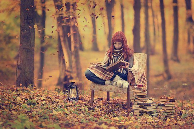 осень, лес, падающие листья, рыжеволосая девушка, книги, читать