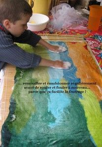 Feutrer un tapis avec les enfants... Felt a rug with children. Tuto. DIY in french.