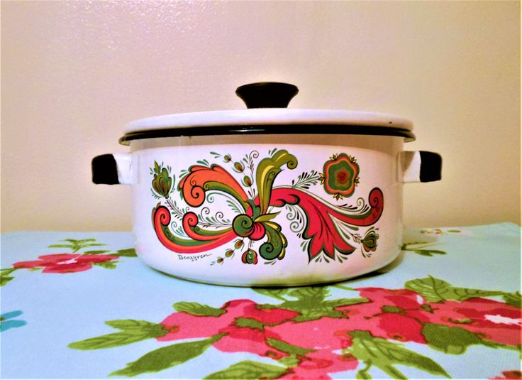 Scandinavian Enamelware Dutch Oven, Berggren Rosemaling Enamelware Dutch Oven, Vintage Enameled Stockpot, Mid Century Modern Saucepan by AKitschIsJustAKitsch on Etsy