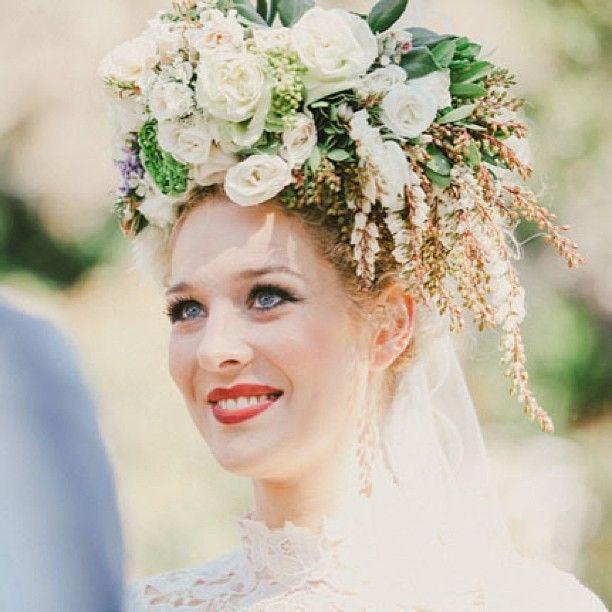 How bout some #redlips #redlipstick #bride? #leppestift #rødt #makeup #brudemakeup #brudemote #brudehår #brud #bryllup #bryllup2014 #brudeblogg
