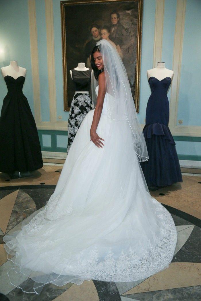 long wedding dress and schlaier