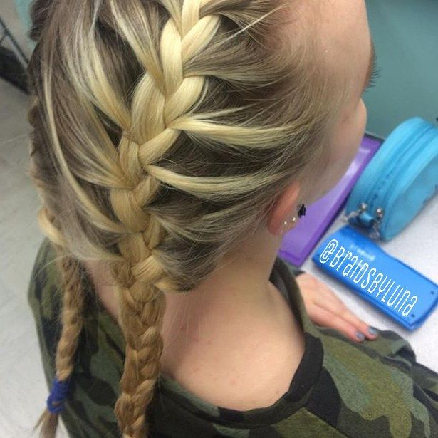 Another view of the French braids on @zuza.labuda