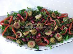 Zeytinli ve Narlı Salata
