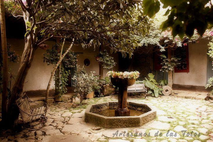 Jardín interior de casa antigua en Villa de Leyva