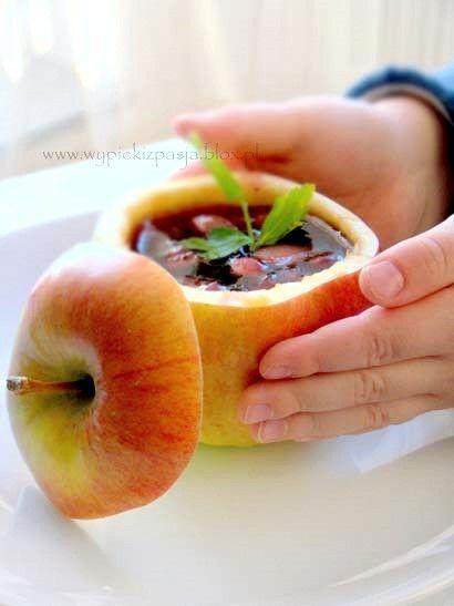 Jabłkowo-jagodowy kisiel w jabłuszkowych miseczkach