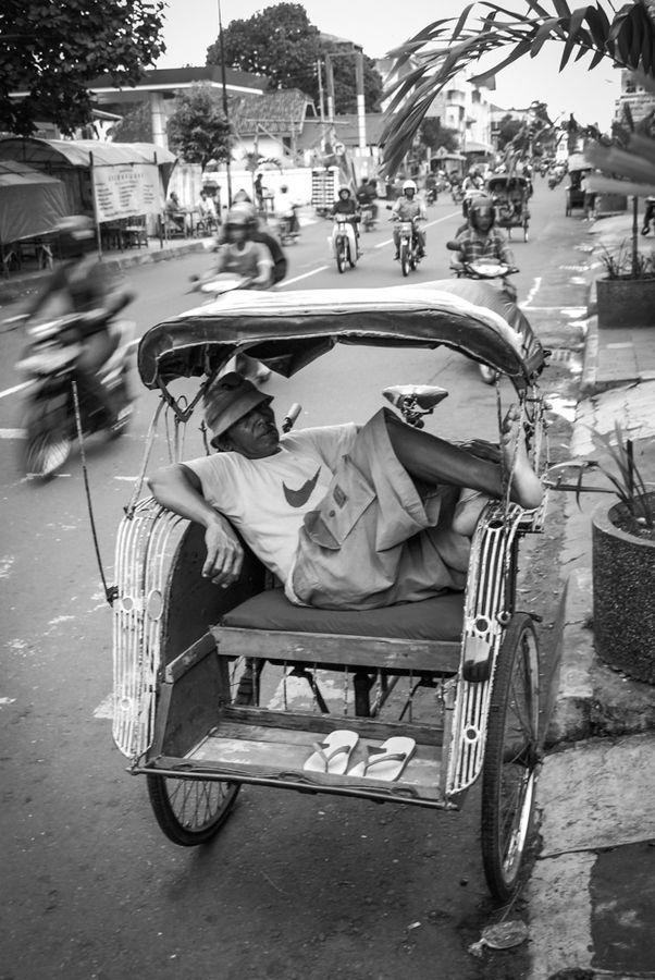 Sleepin'in Traffic... by Rom Zareski on 500px