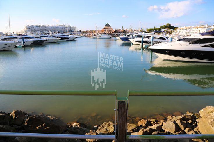 A maior marina de Portugal localiza-se no Algarve. / The biggest marina of Portugal is located in Algarve.