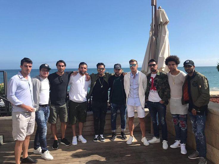 "331.7k Likes, 922 Comments - Mesut Özil (@m10_official) on Instagram: ""Enjoying the Malibu sun ☀️and sea 🌊 #vacay #crew #friends #teamozil"""