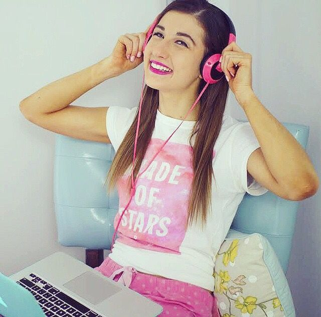 the-love-of-beauty-gurus:I love this photo of Meg! Credit to @megdeangelis on Instagram!
