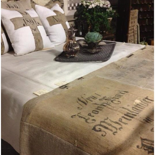 Best 25 burlap bedding ideas only on pinterest burlap for Burlap and lace bedroom
