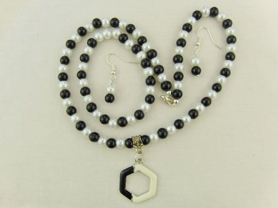 Hey, I found this really awesome Etsy listing at https://www.etsy.com/uk/listing/235484746/black-and-white-pearl-jewellery-set
