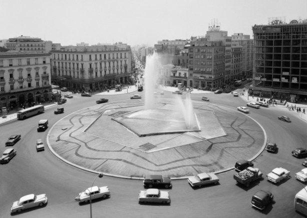 Αθήνα 1865-1970: Εικόνες από το Φωτογραφικό Αρχείο του Μουσείου Μπενάκη. Εικόνες από μία άλλη εποχή..  | Like and Mention